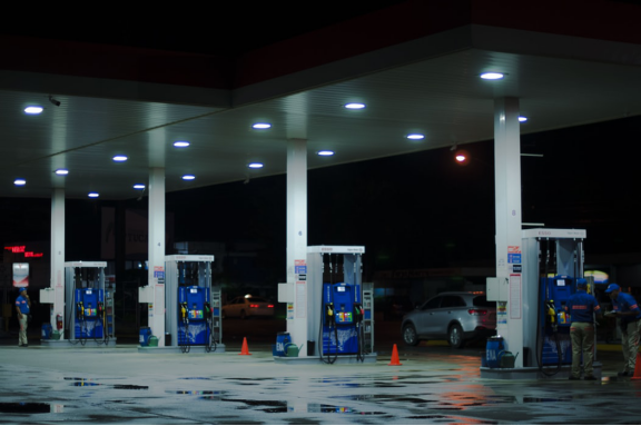 Using-LED-Lights-At-Gas-Station